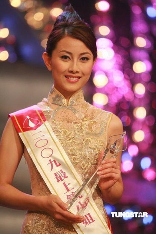 Nhan sắc nóng bỏng của Hoa hậu Hong Kong thẳng thừng từ chối lời mời tiền tỷ từ đại gia - Ảnh 1.