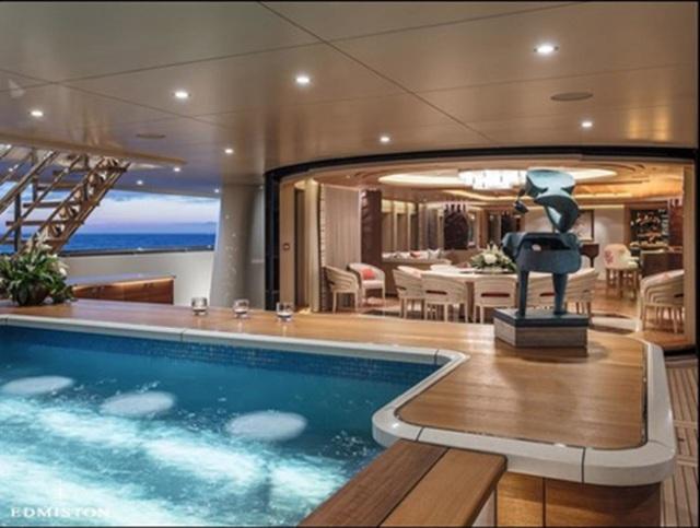 Tự cách ly trên siêu du thuyền đẹp như mơ của tỷ phú Nga - 4