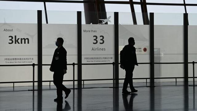 Trung Quốc sẽ đình chỉ các chuyến bay của Anh vô thời hạn - 1
