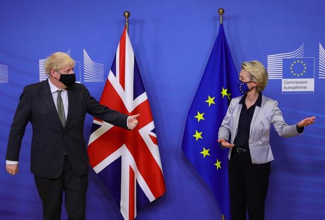 EU và Anh ca ngợi thỏa thuận lịch sử hậu Brexit - 1